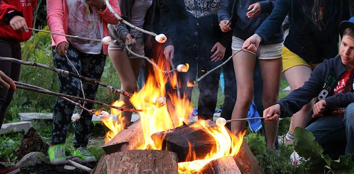 Lagerfeuer im Sommer Camp